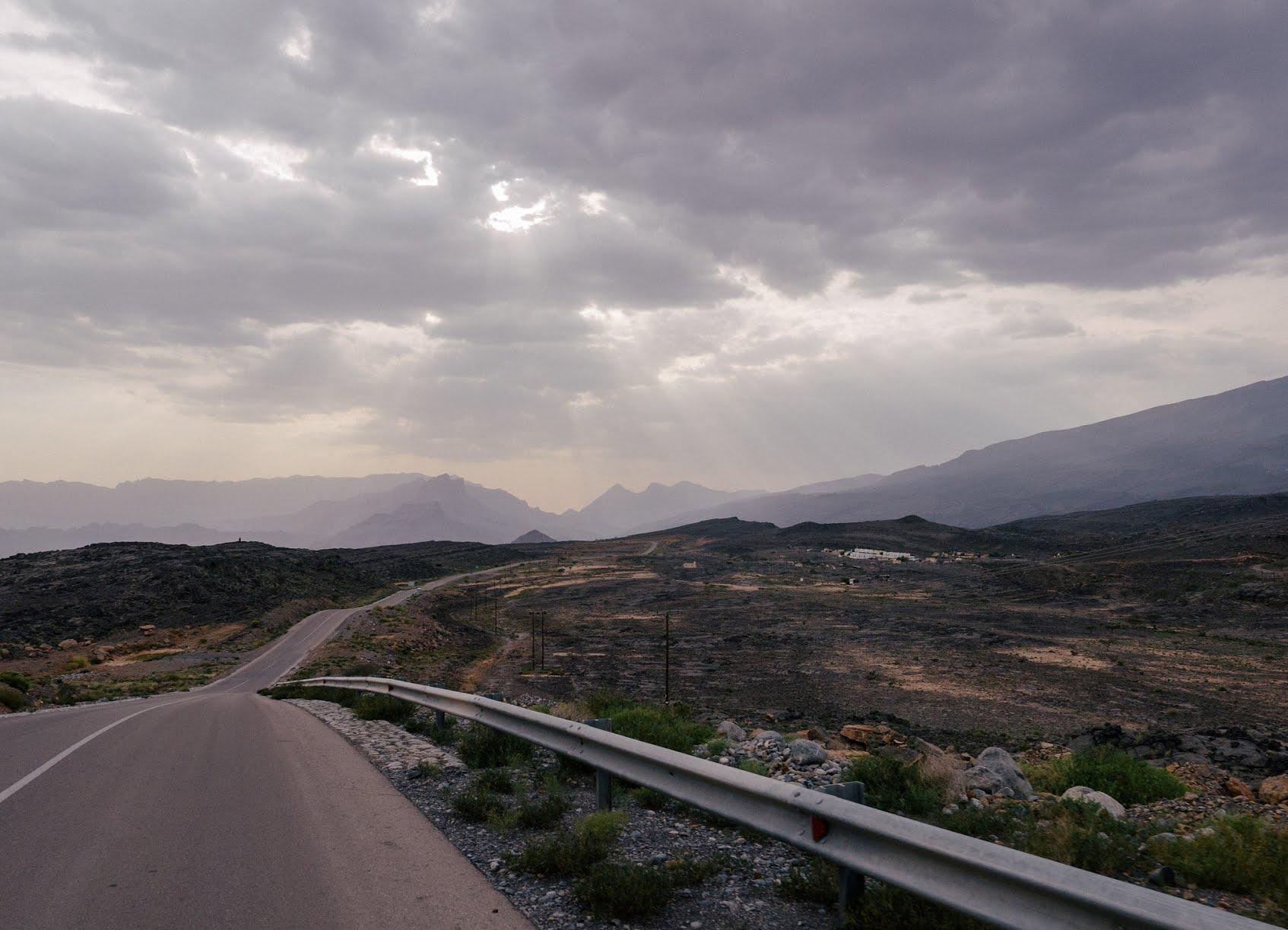 A paved scenic road in A'Dakhilya region, Oman | © Juozas Šalna / Flickr